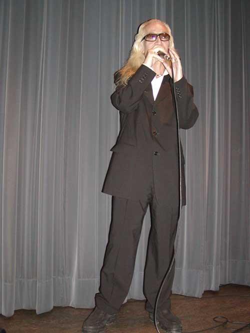 黒スーツの内田裕也